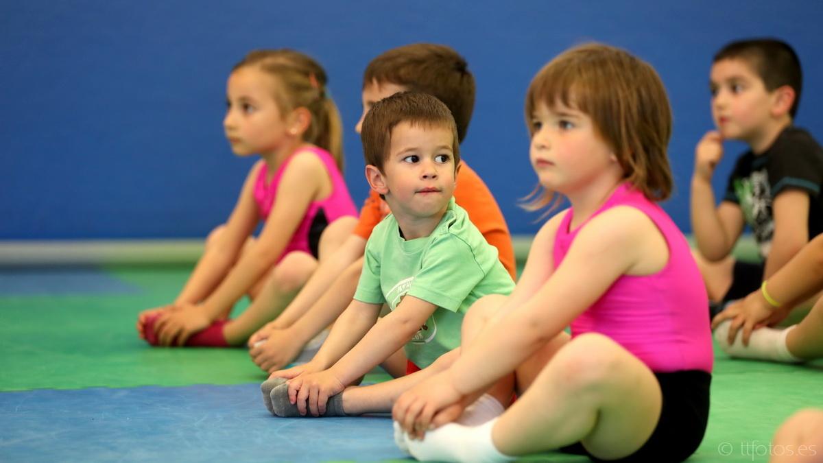 Classes de gimnàstica artística adaptada als més petits de la casa: psicomostricitat i treball dels aparells d'artística adaptats als infants